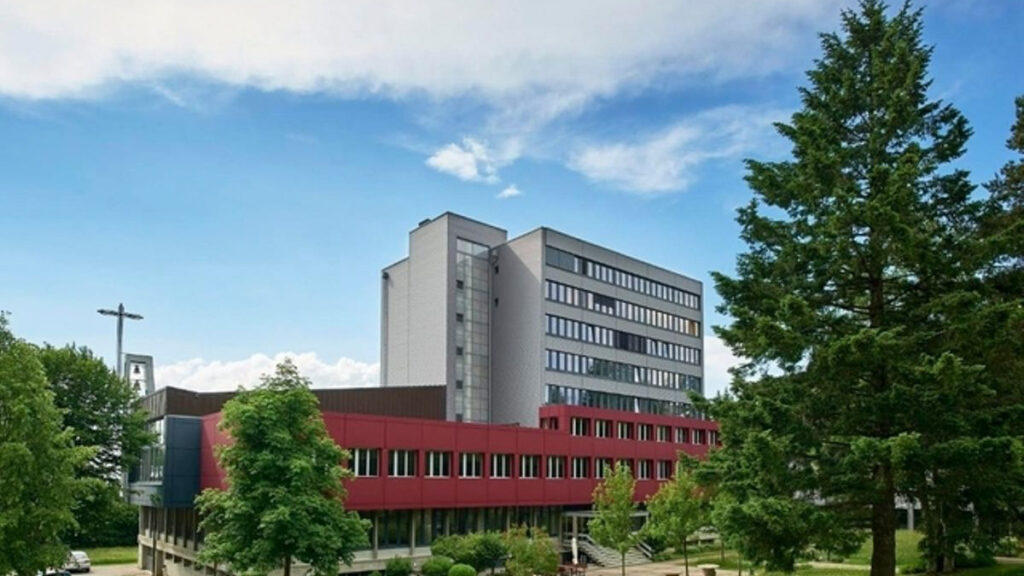 Referenz Oeffentliche Bauten_Asyl Empfangs-und Verfahrenszentrum Guglera, Giffers.jpg